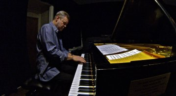 Piano Man: Frank Kimbrough returned to the Sound It Out series to perform with an old friend (bassist Masa Kamaguchi) and a new one (cornetist Kirk Knuffke) at Greenwich House Music School. (Photo: BB)