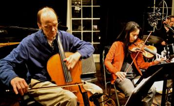 Soundcheck 1: Cellist Hank Roberts leading his sextet in run-throughs prior to their show at Greenwich House, with violinist Dana Lyn alongside. (Photo: BB)